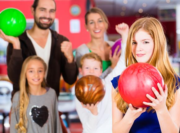 family bowling | bowling over the holidays | spring break bowling | things to do with family over spring break | odyssey fun center | sheboygan, wi